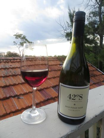 wine wankers great tasmanian pinot wine blogs 42 forty two degrees south 2010 pinot