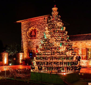 the wine wankers wine bottle christmas tree by @franciacorta